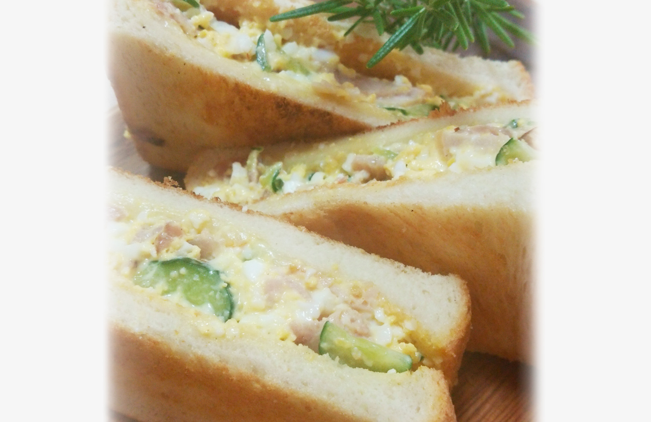 ゆで卵とハムのトーストサンド